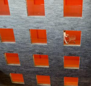 Grafisch ontwerperWouter Nijman is een ervaren grafisch ontwerper. Voor logo's en beeldmerken kan Wouter Nijman een concept uitwerpen van schets tot definitief ontwerp.https://nl.wikipedia.org/wiki/BeeldmerkFrieslandHet kantoor van vormgever Wouter Nijman bevindt zich in de Blokhuispoort van Leeuwarden. Mooi centraal gelegen in de provincie Friesland. https://nl.wikipedia.org/wiki/FrieslandZo kunnen klanten uit Dokkum, Drachten en Leeuwarden worden geholpen met allerlei communicatieve vraagstukken. Maar uiteraard ook tot ver buiten de provincie vinden klanten hun weg naar Wouter Nijman